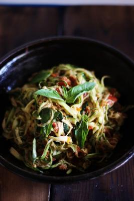 Zucchini Spaghetti with Sun Dried Tomatoes and Basil