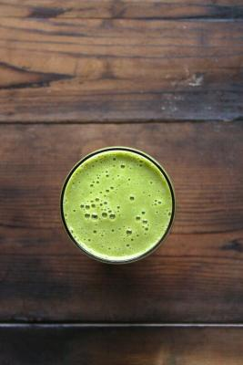 Green Smoothie with Apple Kale Juice and Bananas