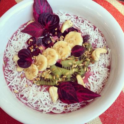 Raspberry, Kiwi and Avocado Smoothie Bowl