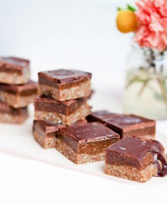 Raw Caramel And Chocolate Chunks