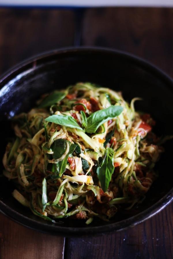 Zucchini Spaghetti with Sun Dried Tomatoes and Basil