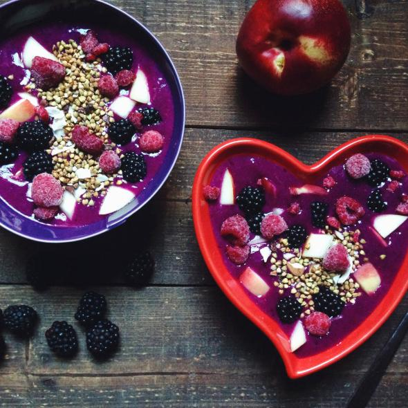Raw Blackberry Nectarine Pitaya Bowl